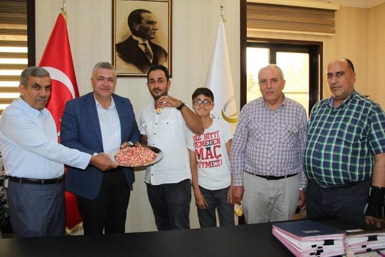Yılın İlk Mahsul Kırımızı Kabuklu Antepfıstığı Hasat Edildi