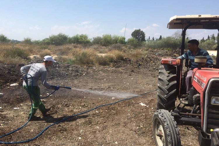 Tarsus Belediyesi Atık Hayvansal Gübreleri Temizliyor