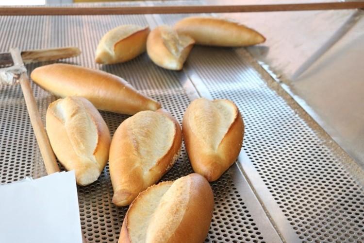 Belediyenin Tarım Alanlarını Üreticilere Kiralayarak, Gelirinden Yoksullara Ekmek Dağıtıyor