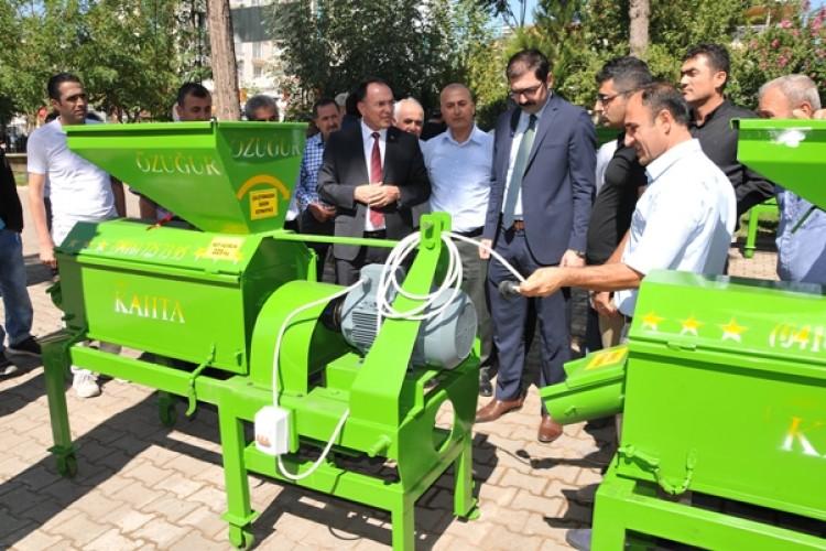 Çiftçilere Badem-Ceviz Kabuğu Soyma Makinesi Dağıtıldı