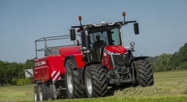 """""""MF 8S.265 Dyna E-Power Exclusive"""" modeli """"2021 Yılının Traktörü"""" ödülünü aldı"""
