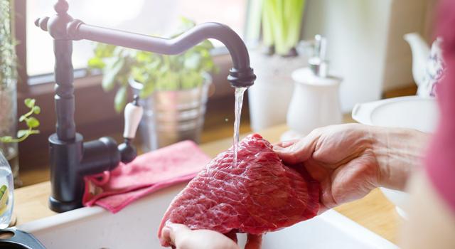 Etin Yıkanması Bakteri Yayılımına Neden Oluyor!