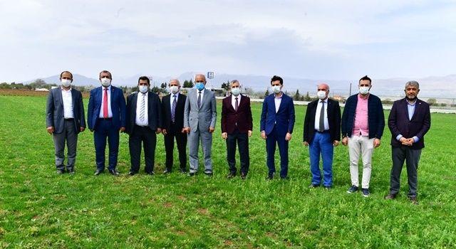 Yeşilyurt Belediyesi Tarımsal Üretim Ve Ar-Ge Sahasında Üretimler Hız Kazandı