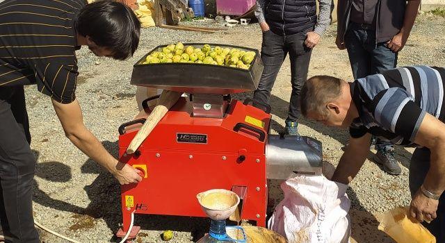 Yerel Meyveleri Değerlendiren Kadın Girişimi Kooperatifine Makine Desteği Verildi