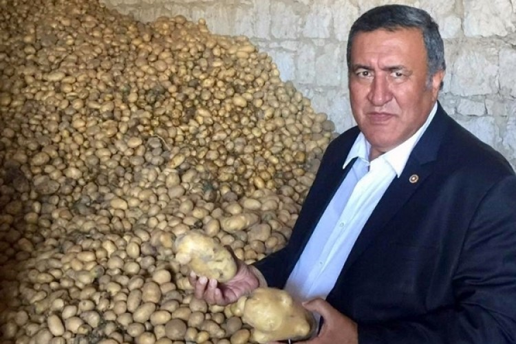 """Gürer """"Patates'te Biri Yazıyor Biri Bozuyor."""""""
