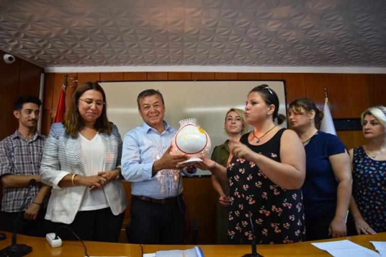 Antalya Tarım İl Müdürü Özen'e Kadın Kooperatiflerinden Anlamlı Hediye