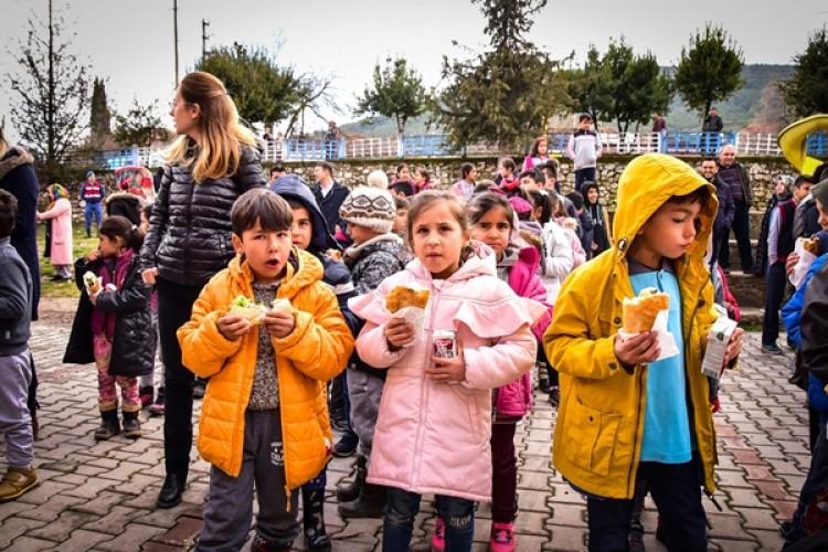 Döşemealtı Dağbeli'nde Festival Tadında Balık Yeme Etkinliği Düzenlendi