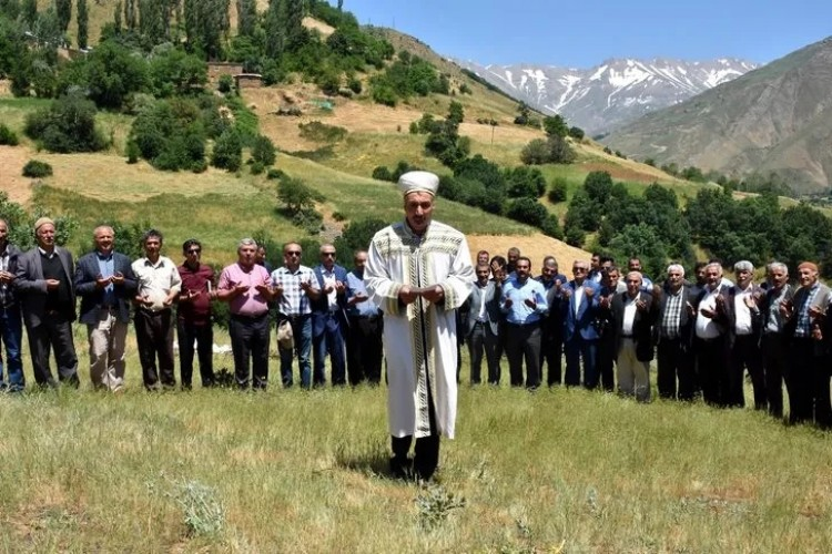 Van'da Arıcılar 'Bal' Duasına Çıktı