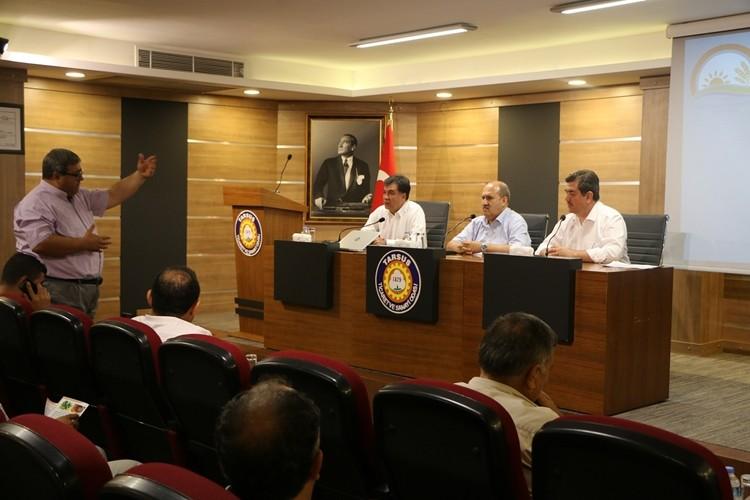 Tarsus'ta Akdeniz meyve sineği konusunda üreticiler bilgilendirildi