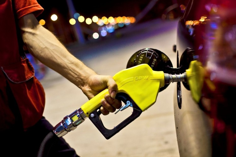 SON DAKİKA: Benzin Ve Motorine İndirim Geldi!