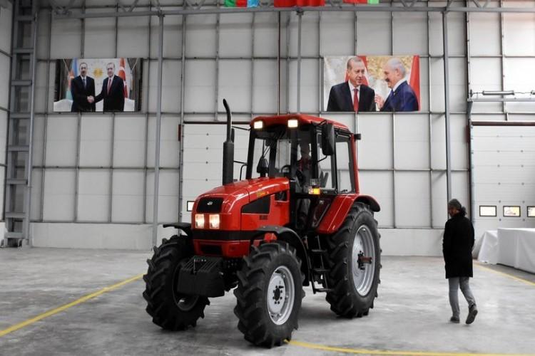 Traktör Fabrikasında İlk Traktörler Banttan İndi