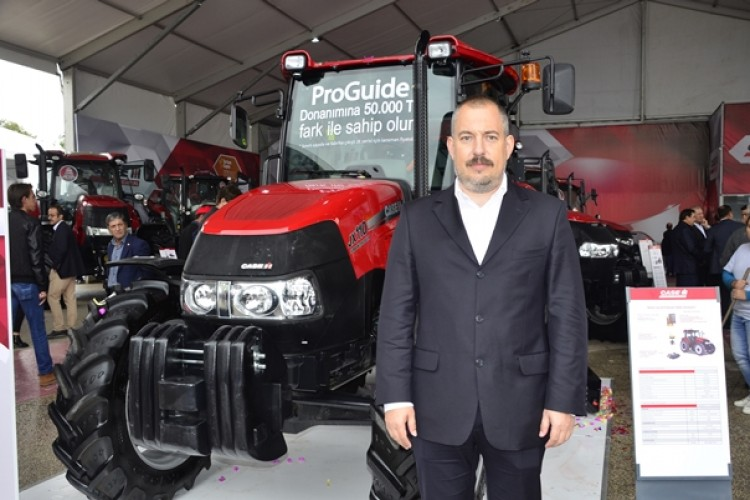 Case IH Türkiye'nin Otomatik Dümenleme Sistemine Sahip Traktörünü Sergiliyor
