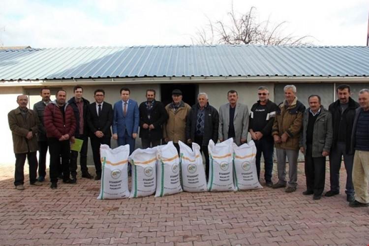 Yalıhüyük çiftçisine 2250 kg Macar fiği desteği