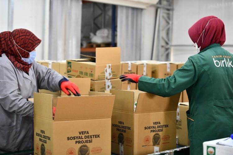 Tarım Kredi'den kurumlara 700 bin adet gıda kolisi