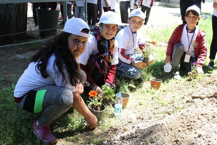 Uşak'ta Lider Çocuk Tarım Kampı Başladı