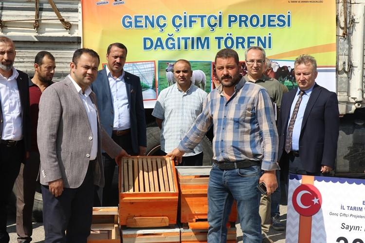 Elazığ'lı Genç Çiftçilere Arı Kovanları Teslim Edildi
