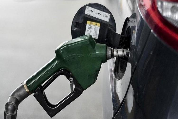 Pazartesi Benzine ve Mazota Zam Geliyor