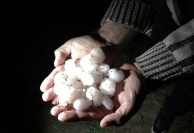 Yozgat'ta ekili arazileri dolu ve sağanak vurdu