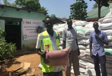 Güney Sudanlı Çiftçilere Tohum ve Tarım Ekipmanı Desteği