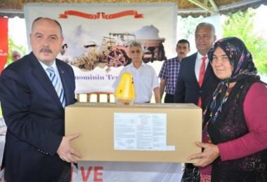 Osmaniye'de 86 Üreticiye, Biyoteknik Mücadelede Kullanılmak Üzere Akdeniz Meyve Sineği Tuzağı Dağıtıldı