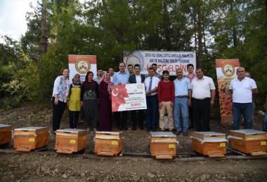 Adana'lı Genç Çiftçilere Arıcılık Malzemesi Dağıtıldı