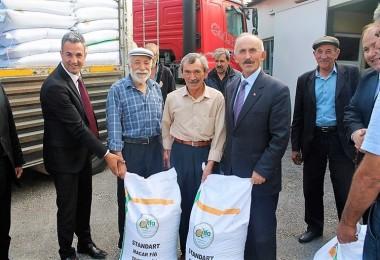 Çiftçilere % 40 Hibe Destekli Macar Fiğ Ve Yonca Tohumu Dağıtıldı