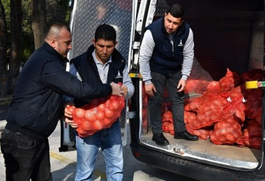 Büyükşehirden Dar Gelirli 35 Bin Aileye Patates Soğan Yardımı