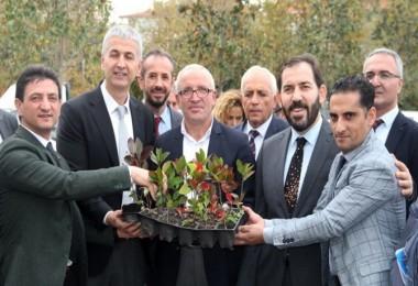 """""""Meyveciliği Geliştirme Projesi"""" Kapsamında Yalova'lı Çiftçilere Fide Ve Fidan Dağıtıldı"""