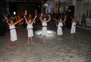 Ulamış Köyü'nün Şarkısı Yapıldı Klibinde Köylüler Oynadı