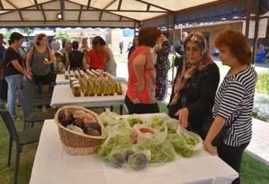 Aliağalı Kadın Üreticilerin İlk Doğal Ürünleri Satışa Çıktı