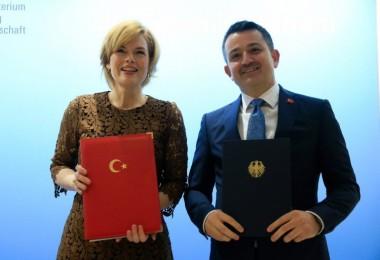 """Türkiye İle Almanya Arasında """"Tarım Çalışma Grubu"""" Oluşturulacak"""