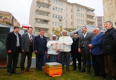 """""""Yaylada Evim Var Projesi"""" Kapsamında Çiftçilere Arıcılık Malzemeleri Dağıtıldı"""