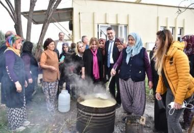 Döşemealtı'lı Kadın Çiftçiler Zeytinyağından Sabun Yaptı