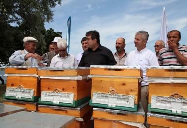 Çanakkale De Üreticilere Arılı Kovan Dağıtımına Başlandı
