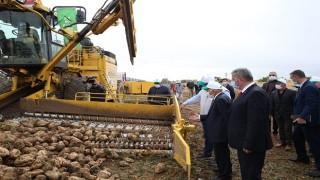 Başkan Büyükkılıç, Tuzhisar'da Pancar Söküm Programına Katıldı