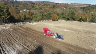 İnegöl Belediyesi taş toplama aracıyla 500 dönüm arazi temizledi