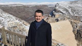 """Bakan Pakdemirli, Diyarbakır'ın """"Çılgın Projesi"""" Olarak Anılan Silvan Projesi Alanında İncelemelerde Bulundu"""