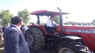 Bakan Yardımcısı Metin, kullandığı traktör ile Taşköprü sarımsağının hasadını başlattı