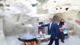 Başkan Büyükkılıç, Ürgüp'te Bağ Bozumuna Katılıp, Pekmez Kaynattı