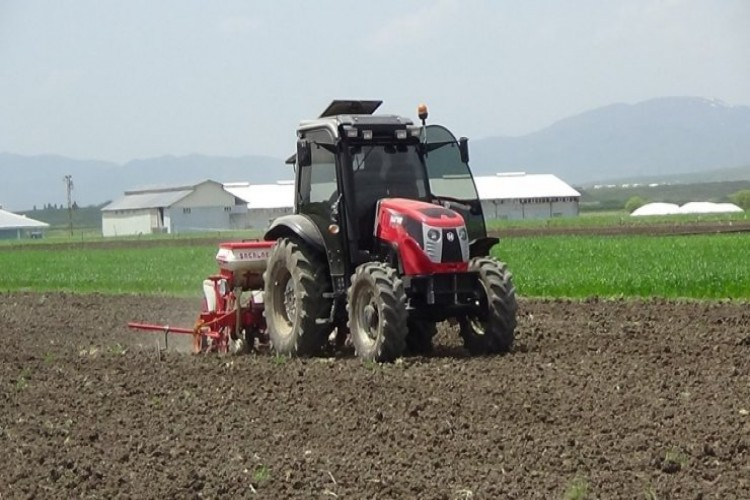 Çiftçiler, yağışlar nedeniyle bir ay geç ekim yaptı