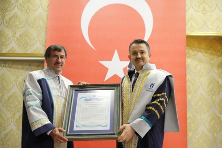 Isparta Uygulamalı Bilimler Üniversitesi'nden Bakan Pakdemirli'ye Fahri Doktora Payesi
