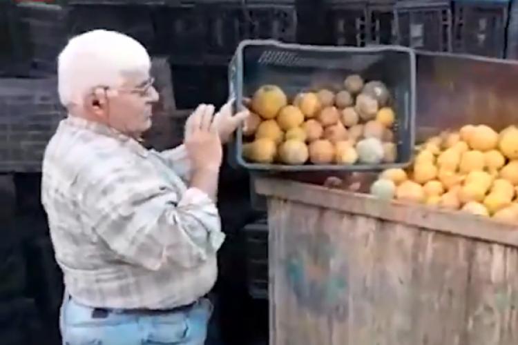 Çiftçi Mahsulünü Gözyaşları İçinde Çöpe Döktü